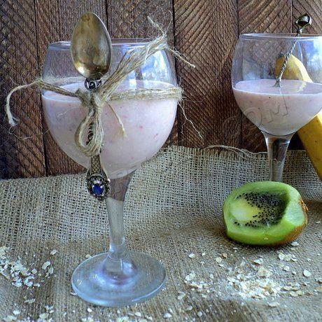 Як приготувати фруктовий смузі з вівсянкою