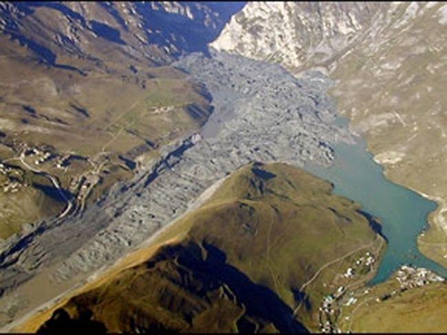 Кармадонській ущелині після трагедії